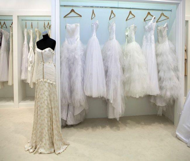 لیست قیمت بهترین ارزانترین مزون لباس مانتو عروسی کیش | مزون لباس عقد عروسی مجلسی حضوری محضری کیش