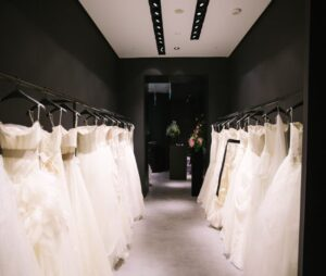 مزون لباس عروس کیش | مزون ارزان کیش | بهترین مزون لباس عروسی کیش | بهترین مزون لباس مانتو عقد عروسی کیش