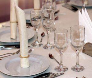 اجاره کرایه ظرف ظروف میز صندلی کرج | کرایه اجاره میز صندلی ظرف ظروف تشریفات مجالس مراسم عقد عروسی تولد کرج