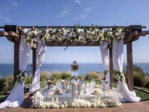 خدمات آموزش گل آرایی ماشین خودرو عروس و گل کاری سفره عقد و تالارهای عروسی در رشت گیلان