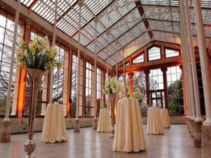 خدمات سفارش دسته باکس تاج گل و گل آرایی ماشین عروس گل آرایی مراسم تولد سالنها تالارها اتاق سفره عقد بندرعباس هرمزگان