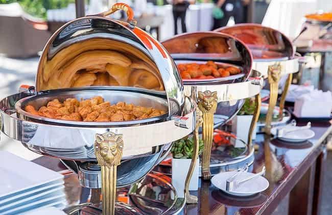 قیمت اجاره کرایه میز صندلی جوبی پلاستیکی تاشو فلزی مبله و ظرف ظروف مراسم تولد عروسی و تجهیزات نمایشگاهی در یزد