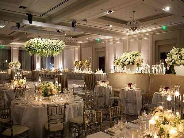 قیمت سفارش تاج باکس دسته گل از گل فروشی های سنندج کردستان | گل آرایی ماشین عروس مراسم سفره اتاق عقد مراسم تولد سنندج
