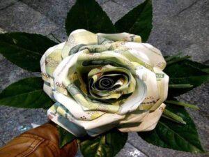 قیمت گل آرایی مراسم و مجالس عروسی و تولد قشم | گل آرایی و تزئین پول برای عروسی و تولد قشم | قیمت سفارش گل در قشم