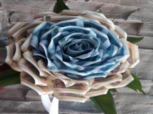 گل آرایی و تزئین پول برای عروسی و تولد بندرعباس هرمزگان   قیمت سفارش دسته گل باکس گل تاج گل از گل فروشی های بندرعباس