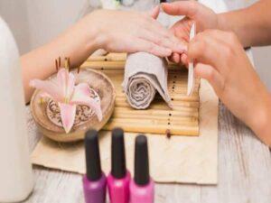 انجام کلیه خدمات آرایشی بهداشتی میکاپ عروس اصلاح کراتینه فر کوتاهی مو ابرو پاکسازی پوست آرایشگاه های زنانه اصفهان