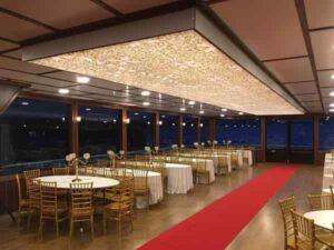 خدمات تشریفات برگزاری مراسم عروسی عقد نامزدی لوکس لاکچری شیک ارزان در کشتی استانبول ترکیه